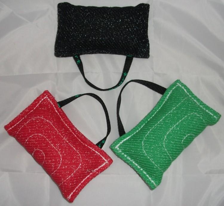 KLIN - Mini Beisskissen mit Schlaufe grün